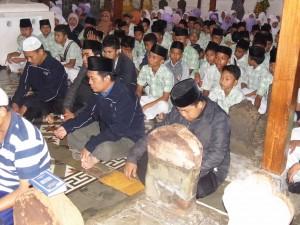 Berdo'a di Makam Sunan Gunung Jati