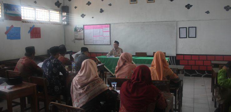 Rapat Koordinasi Guru Pengampu UN MTs Salafiyah