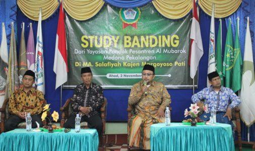 Studi Banding Pondok Pesantren Al Mubarok Medono Pekalongan di MA Salafiyah Kajen Pati