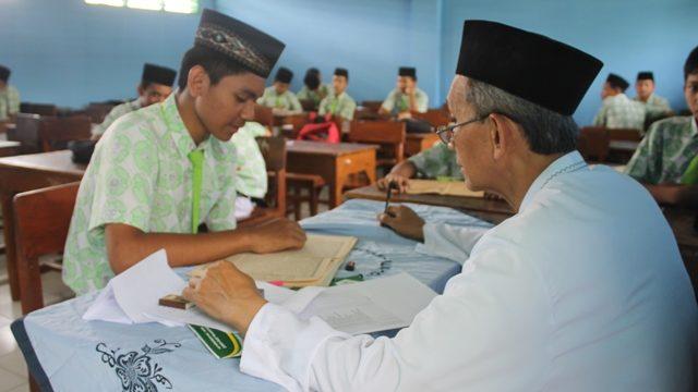 Testing Kitab dan Tahfidz al-Qur'an di MTs. Salafiyah; Membentuk Generasi Muda Islam Ahlus Sunnah Wal Jama'ah